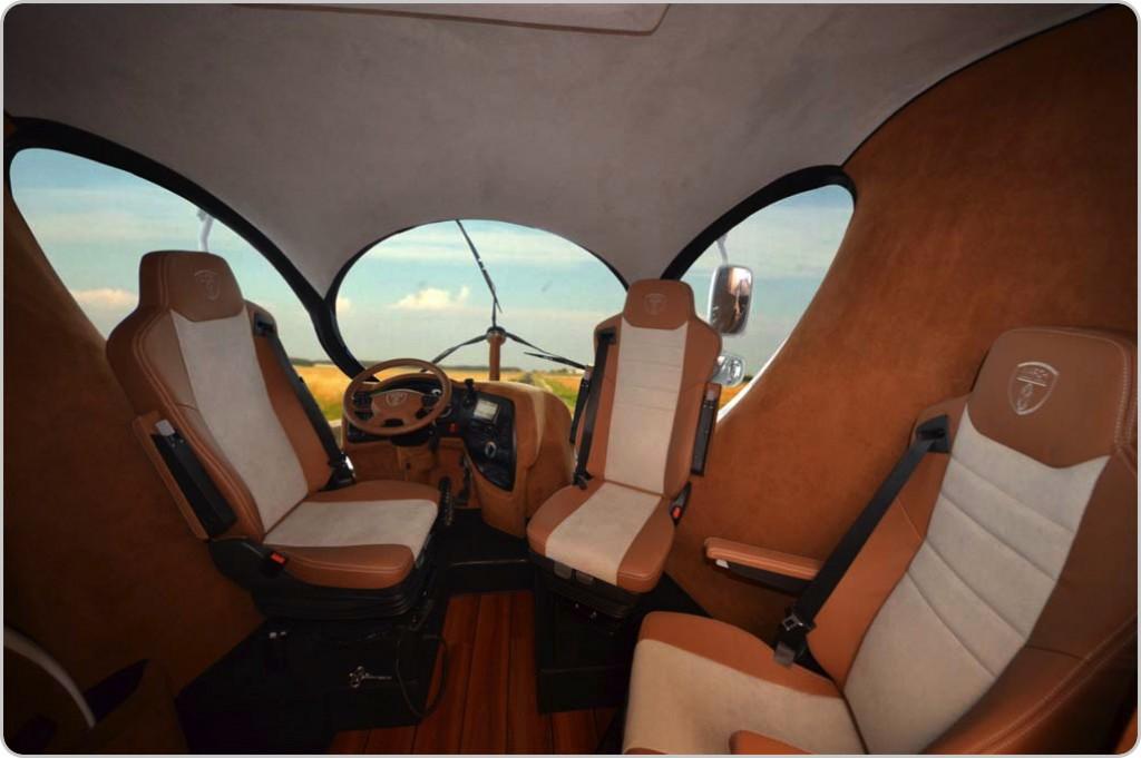 エレメントパラッツォの運転席